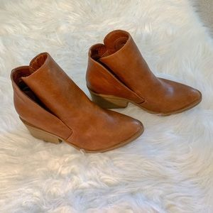 ~APT. 9~ Faux Leather Ankle bootie